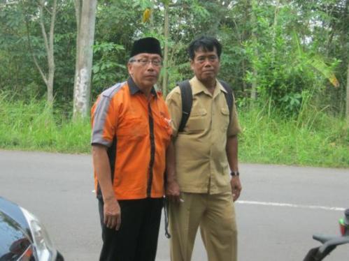 Pa Haji Bersama Bapak Guru Pemilik Pohon Albasiah
